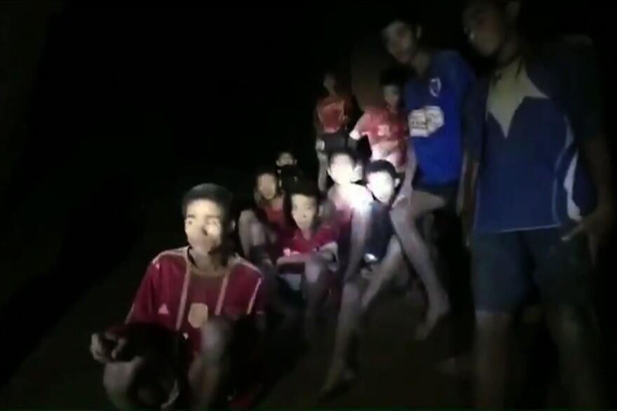 Los 12 niños y el entrenador se encuentran atratapados en una cueva de Tailandia desde el 23 de junio de 2018.