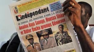 En août 2013, Amadou Sanogo et Moussa Sinko Coulibaly faisaient la Une du journal «L'Indépendant», avec Didier Dacko, lors de leur promotions au grade de général.