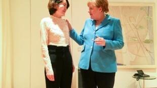 Bà Lý Văn Túc (T), vợ luật sư Vương Toàn Chương, gặp thủ tướng Đức Angela Merkel tại Bắc Kinh. Pékin.