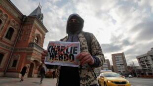 Участник акции против Charlie Hebdo в Москве, 29 октября 2020 г.
