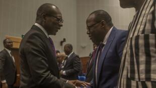Le président béninois Patrice Talon salue des figures de la classe politique lors du dialogue national à Cotonou. (image d'illustration)
