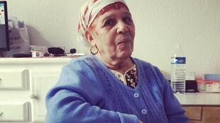 Khadra, dans le studio où elle vit avec son mari à Lyon: «Je n'ai qu'une envie: rentrer au bled».