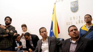 Le président autoproclamé par intérim Juan Guaido lors de sa rencontre avec les employés du secteur public le 5 mars 2019.