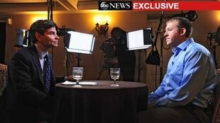 Le policier américain Darren Wilson (D) lors de son interview pour ABC, le 25 novembre dans le Missouri, aux Etats-Unis.