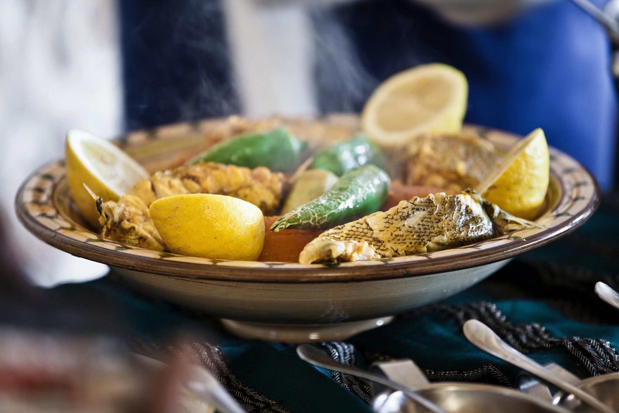 Plat de mérou aux légumes dans un restaurant tunisien à Djerba. (Photo d'illustration)