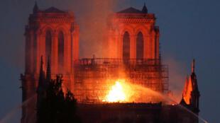La cathédrale Notre-Dame de Paris en proie aux flammes, le 15 avril 2019.