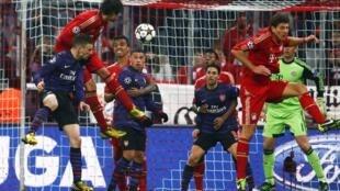 Arsenal venceu o Bayern Munique por 2 a 0, mas foi eliminado pelo saldo de gols.