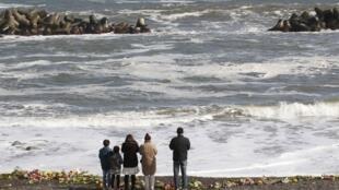 福岛地震一周年为死难者祈祷