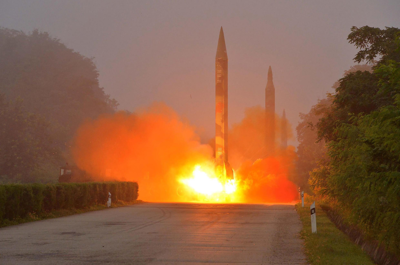 Запуск ракеты в КНДР. Фотография (недатированная), переданная северокорейскими властями в июле 2016 г.