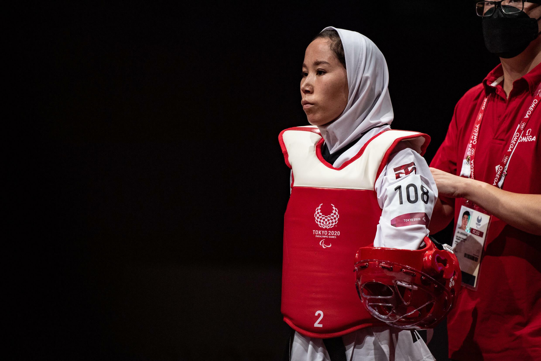 L'Afghanistan Zakia Khaddadi a participé au premier match de la journée après son évacuation dramatique de Kaboul
