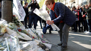 Tributes to murdered police officer Jugelé on the Champs-Elysées on the day after the attack