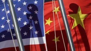 As relações entre as duas maiores potências do mundo são marcadas por divergências nas áreas comercial e militar.