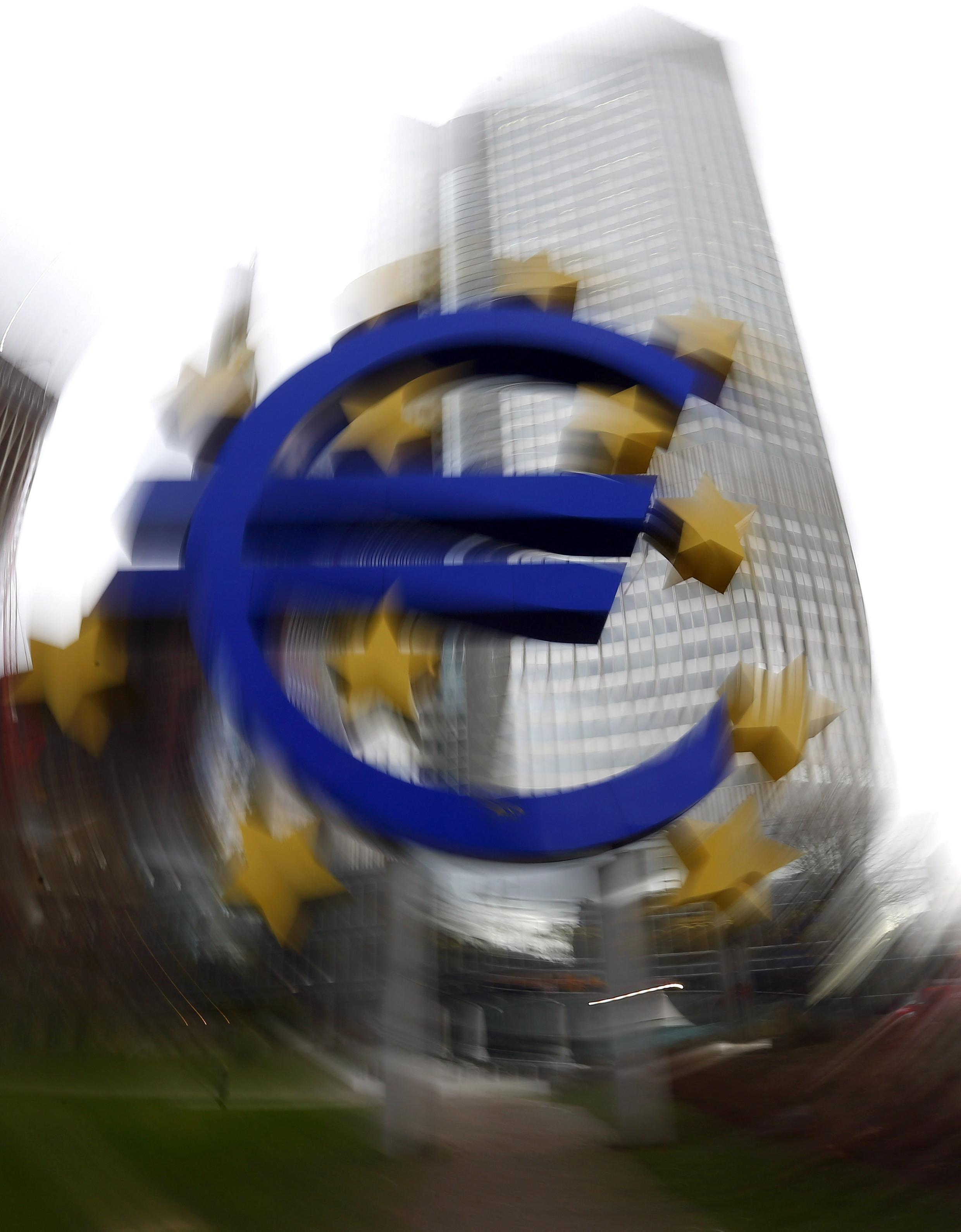Os líderes da União Europeia se reúnem hoje em Bruxelas para tentar sair do impasse em relação so orçamento do bloco para o período 2014-2020.