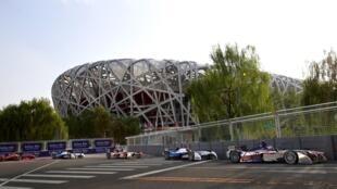 La première compétition de Formule électrique a eu lieu non loin du stade « Nid d'oiseau » de Pekin, le 13 septembre 2014.