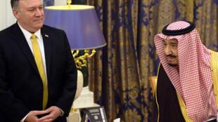 دیدار مایک پمپئو، وزیر امورخارجه آمریکا با سلطان سلمان بن عبدالعزیز پادشاه عربستان سعودی در ریاض. دوشنبه ۲۴ دی/ ١٤ ژانویه ٢٠۱٩