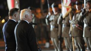 O presidente alemão, Frank-Walter Steinmeier (à direiita), na cerimônia em que pediu perdão às vítimas polonesas do nazismo.