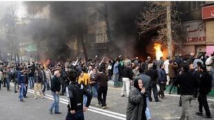 سومین روز اعتراضات مردمی در ایران و گسترش تظاهرات به بیش از ۶۰ شهر این کشور