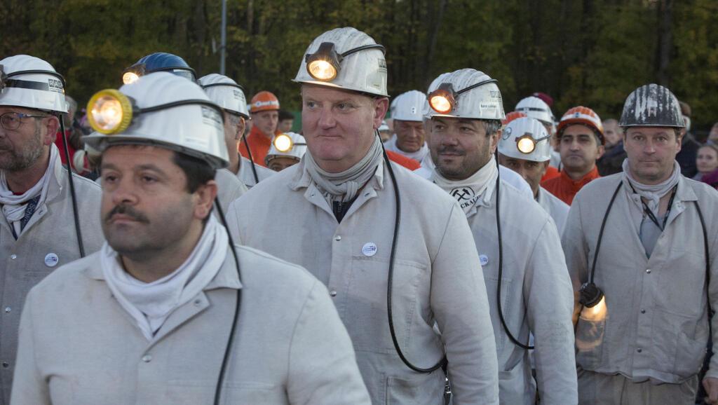 """1500 """"caras negras"""" de la mina de Prosper-Haniel, en región de Ruhr, se sumergen por última vez en la tierra el viernes 21 de dicembre de 2018."""