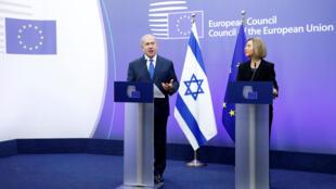 Le Premier ministre israélien Benyamin Netanyahu et la chef de la diplomatie de l'Union européenne Federica Mogherini à Bruxelles, le 11 décembre 2017.