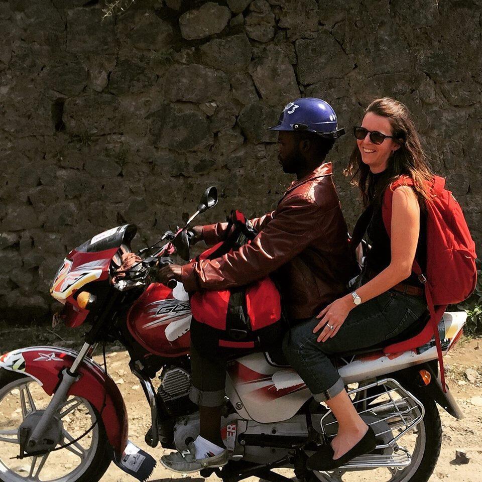 Zaida Catalan à Goma en novembre 2016. Le groupe d'experts avait l'habitude de se déplacer en moto dans l'est de la RDC.
