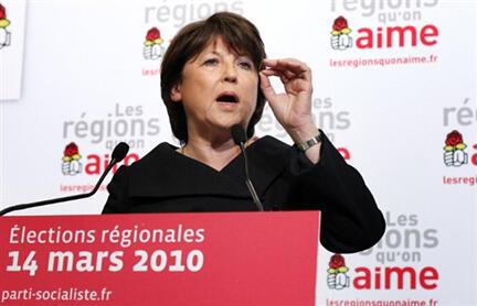 La première secrétaire du Parti socialiste Martine Aubry commente les résultats du 1er tour des régionales à son QG de Paris, le 14 mars 2010.