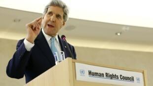 O secretário de Estado norte-americano John Kerry discute programa nuclear iraniano em Genebra.