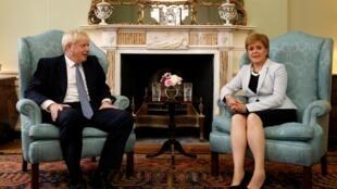 Le Premier ministre britannique Boris Johnson reçu par la Première ministre écossaise, Nicola Sturgeon, le 29 juillet à Édimbourg.