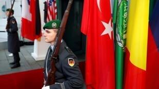 Lango la kuingia katika eneo la mkutano jijini Berlin nchini Ujerumani kuhusu mazungumzo ya Libya  Januari 19 2020