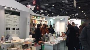 O estande do Brasil no Salão do Livro de Paris que foi aberto ao público nesta sexta-feira, 15 de março de 2019.