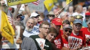 Những người ủng hộ đảng cực hữu Tea Party biểu tình tại Washington, ngày 10/9/2013 chống lại  đạo luật cải tổ y tế của ông Obama (gọi tắt là Obamacare).