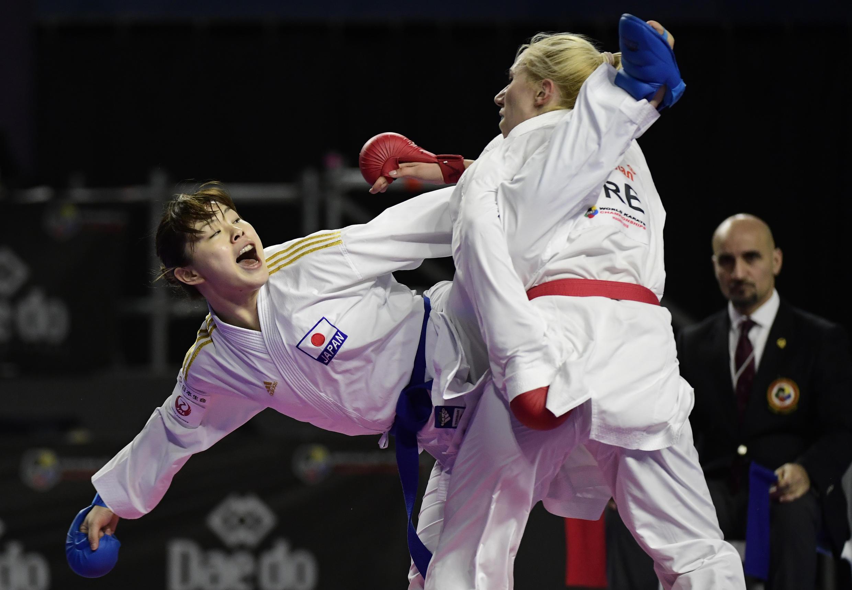 La karateca japonesa Ayumi Uekusa (izq.) hará su debut en su país las pruebas de kumite femenino de menos de 61 kilos.