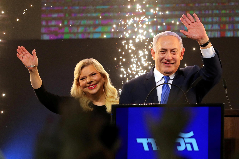 بنیامین نتانیاهو در کنار همسرش، سارا.