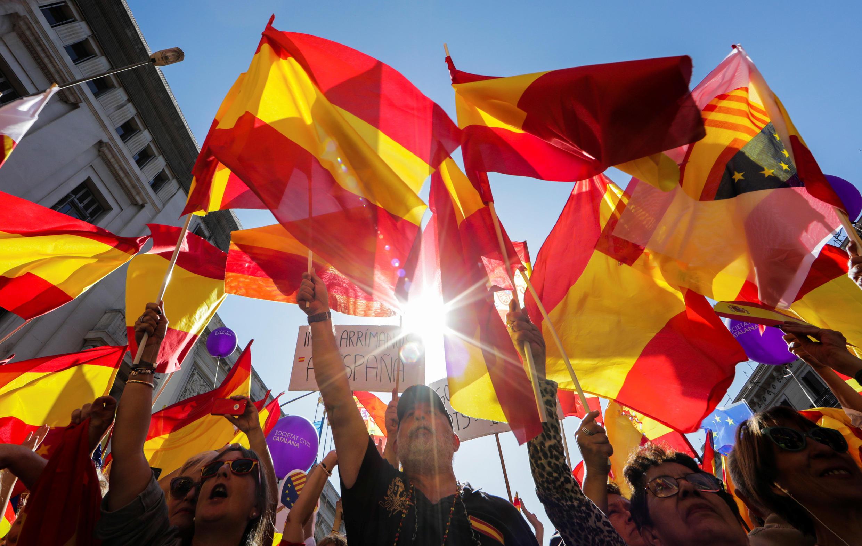 Hàng trăm nghìn người xuống đường biểu tình ở Barcelona phản đối Catalunya đòi độc lập, Chủ Nhật ngày 08/10/2017.