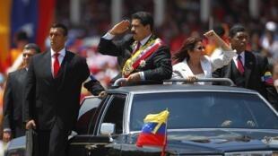 Nicolas Maduro vient assister à la parade militaire à l'occasion du premier anniversaire de la mort d'Hugo Chavez, le 5 mars 2013.