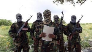 Membros do grupo islamista armado al-Shabab, que atacou no sábado dia 03 de Abril  de 2021, duas importantes bases militares da Somália. Segundo o comandante do Exército  da Somália os islamistas  foram  repelidos.