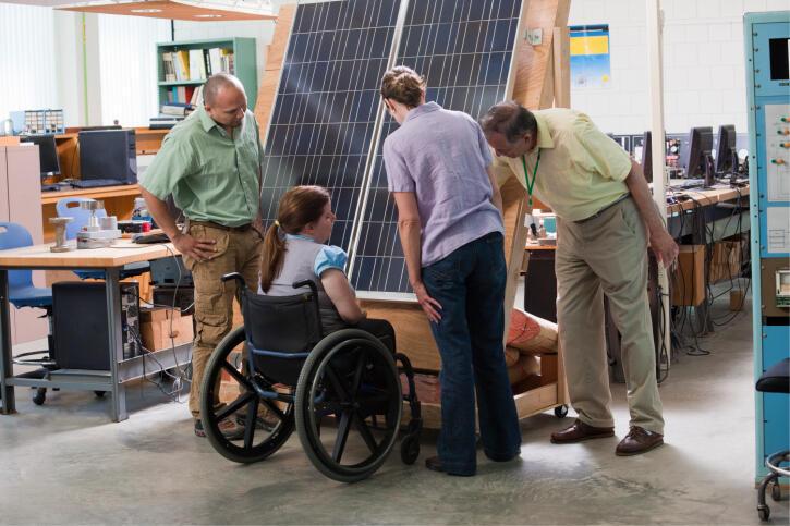 Une jeune handicapée, élève ingénieure en formation, une situation trop rare en France.