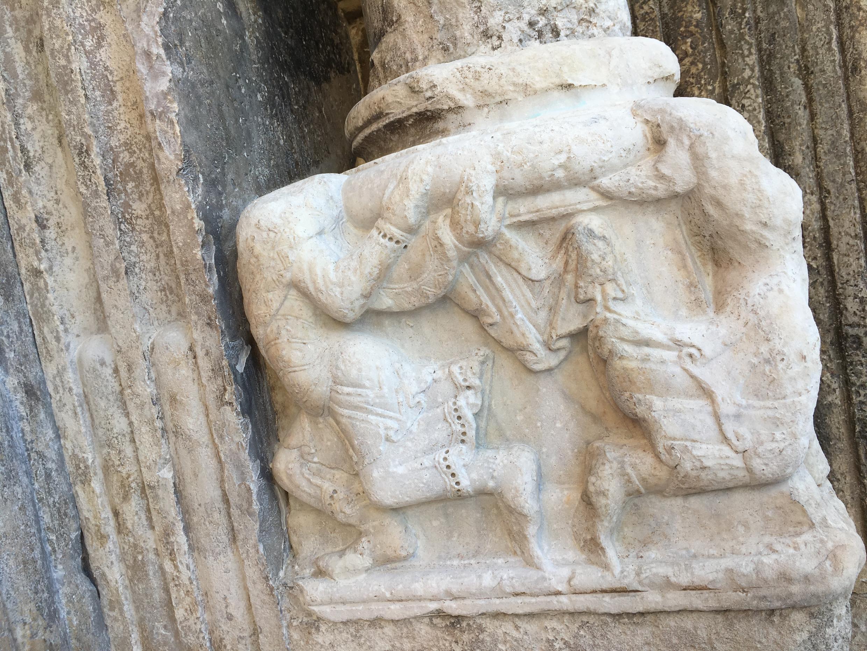 Abbatiale de Saint-Gilles du Gard. Sculpture du portail.