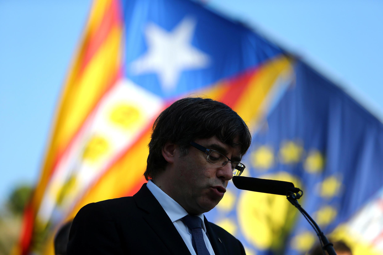Carles Puigdemont no dia 15 de outubro de 2017, em Barcelona, apelando à calma e acções não violentas