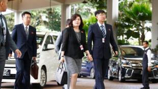 Phái đoàn Bắc Triều Tiên rời khách sạn Ritz Carlton sau một cuộc họp trù bị. Ảnh ngày 11/06/2018.