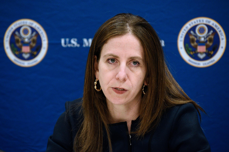 Sigal Mandelker, sous-secrétaire américaine au terrorisme et au renseignement financier, lors d'une conférence de presse à l'ambassade américaine à Kampala, le 11 juin 2018.