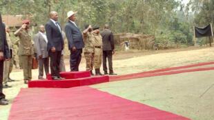 Rais wa DRC, Joseph Kabila akiwa na mwenzake wa Uganda, Yoweri Museveni.
