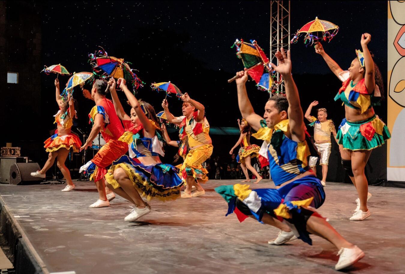 O frevo é um dos ritmos mais apreciados pelo público do Balé Folclórico Arte Popular de Fortaleza, mas o samba continua sendo o carro-chefe da companhia.