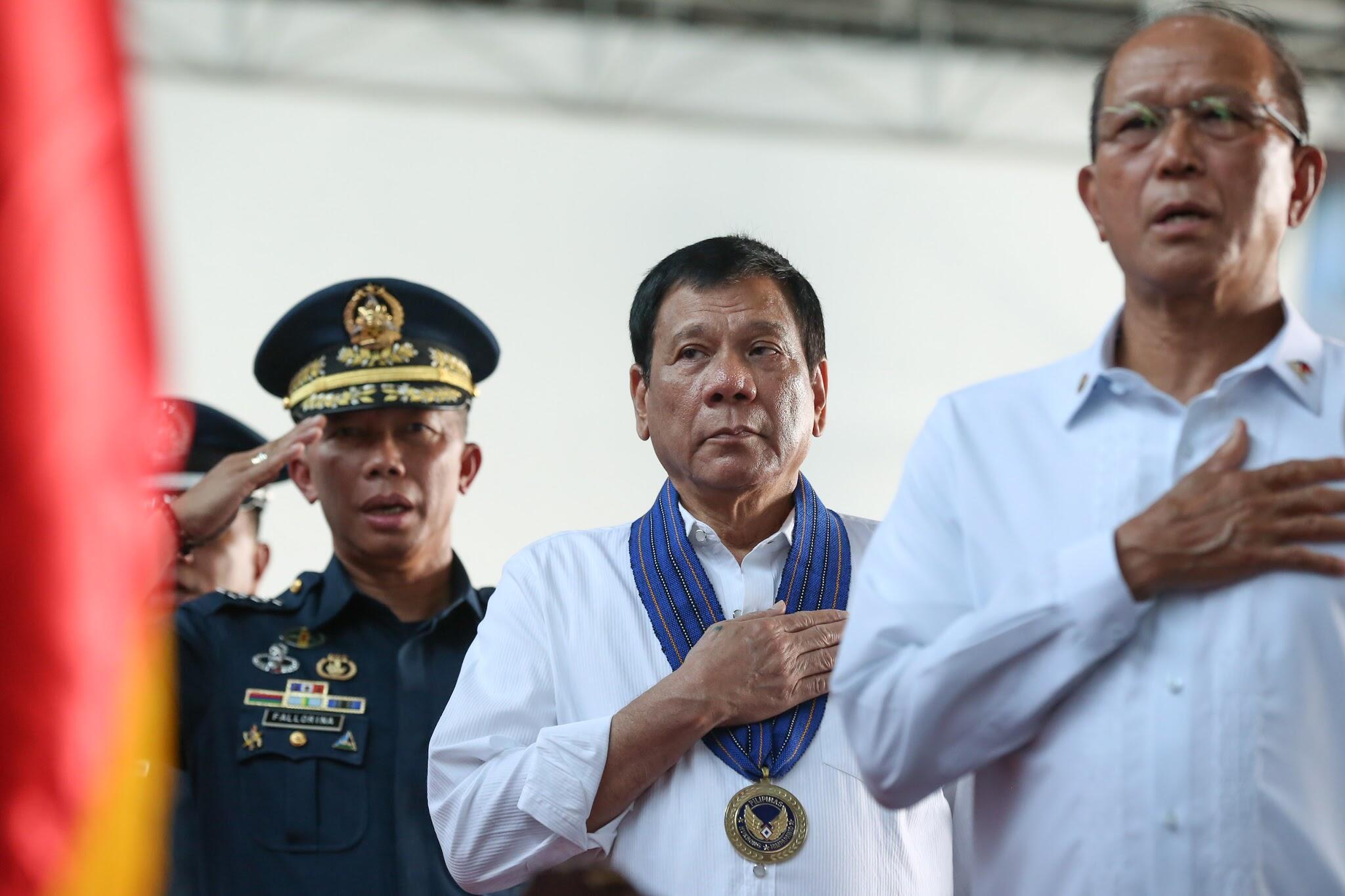 菲律賓國防部長洛倫紮納與杜特爾特總統資料圖片