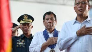 菲律宾国防部长洛伦扎纳与杜特尔特总统资料图片