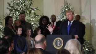"""Đón tiếp """"các gia đình trung lưu"""" tại Nhà Trắng ngày 13/12/2017 nhân dịp Noel, tổng thống Donald Trump nói nhiều về dự luật cải cách thuế"""