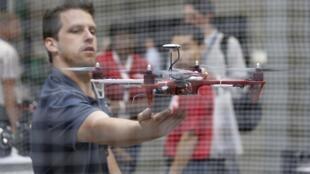 La Fédération fédérale de l'aviation étudie le possible apport des drones dans de nombreux domaines: sécurité, relevés agricoles, suivi du trafic routier, transport...