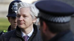 Julian Assange, fundador do Wikileaks, foi convocado a se apresentar à polícia britânica para ser extraditado. Nesta foto de 1° de fevereiro de 2012.