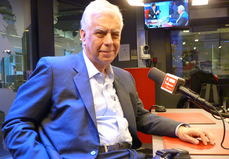 Alonso Cueto en los estudios de RFI