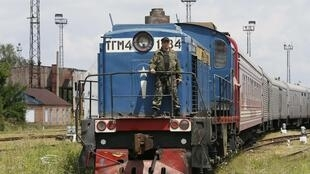 Le train transportant les dépouilles des victimes du crash du vol MH17, en gare de Kharkiv, le 22 juillet 2014.