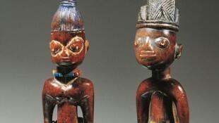 Des statuettes de jumeaux (Ibeji) Yoruba.